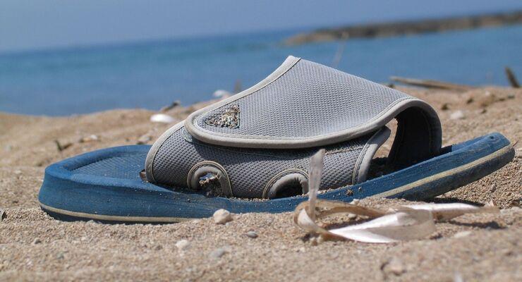 Pedalerie-taugliches, sommerliches Schuhwerk sollte für alle Verkehrsteilnehmer am Steuer selbstverständlich sein.