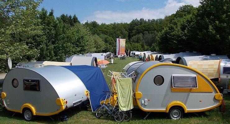 """Über Pfingsten trafen sich die T@B-Besitzer bereits zum fünften Mal: auf dem Campingplatz """"Am Mühlenteich"""" in Lingerhahn/Hunsrück."""