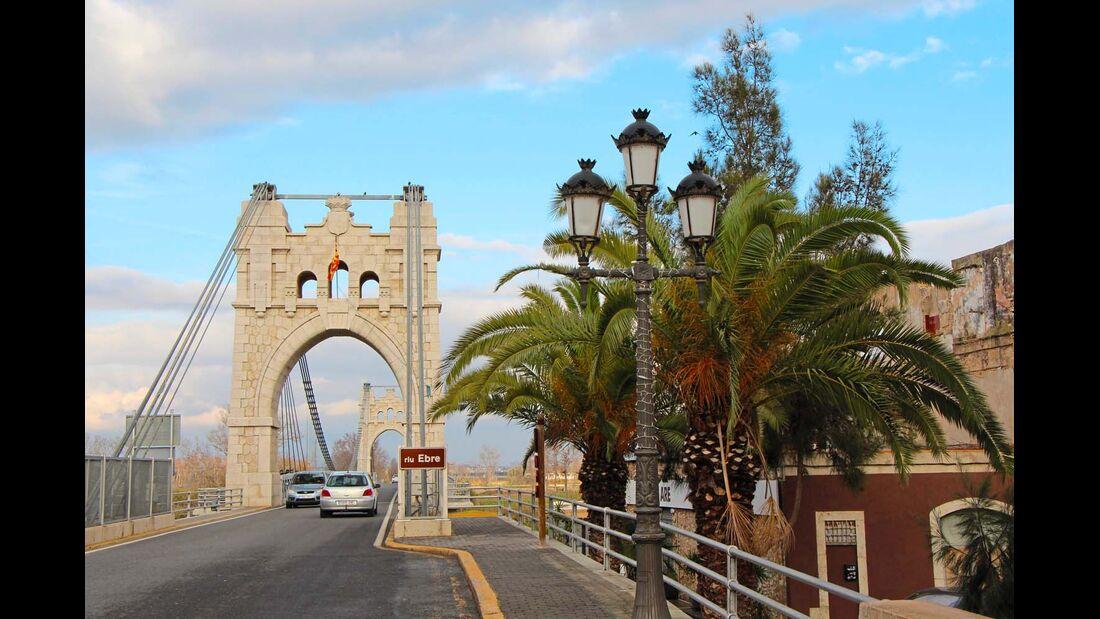 AMPOSTA Das kleine Städtchen am Ufer des Ebro ist mit einer gewaltigen Hängebrücke gesegnet