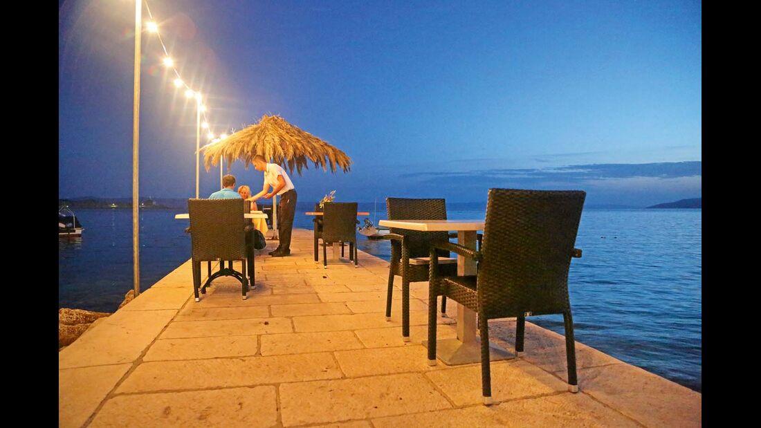 Abendessen direkt am Wasser in Makarska