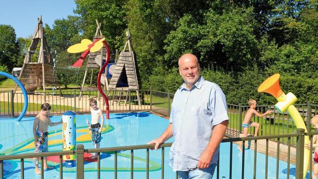 Alex Wassink vor dem Wasserpark