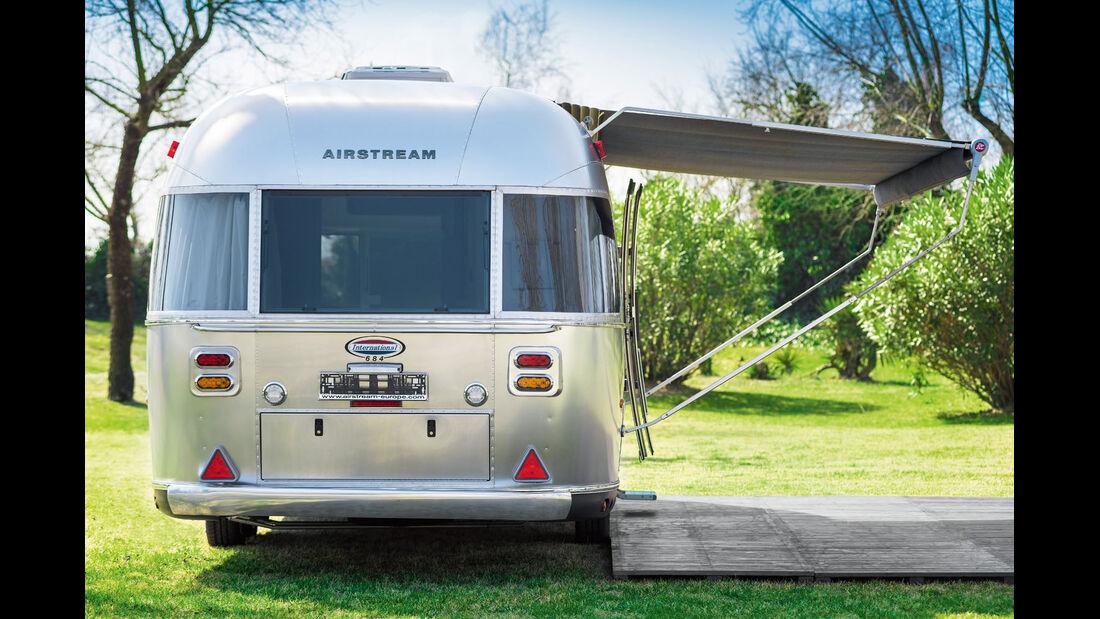 Auf Ca' Savio gehoert zu jedem Airstream Holzveranda und Zelt.