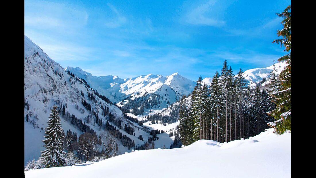 Auf dem Weg zur Schwarzenberghütte eröffnen sich immer wieder zauberhafte Bergpanoramen.