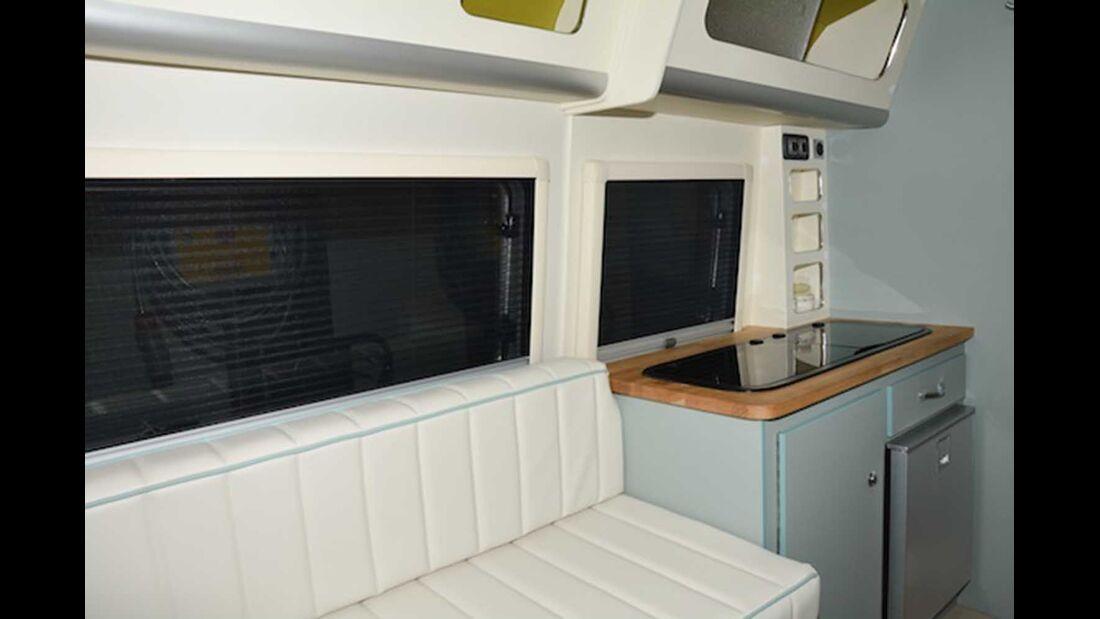 Barefoot Wohnwagen Küche und Sitzgruppe
