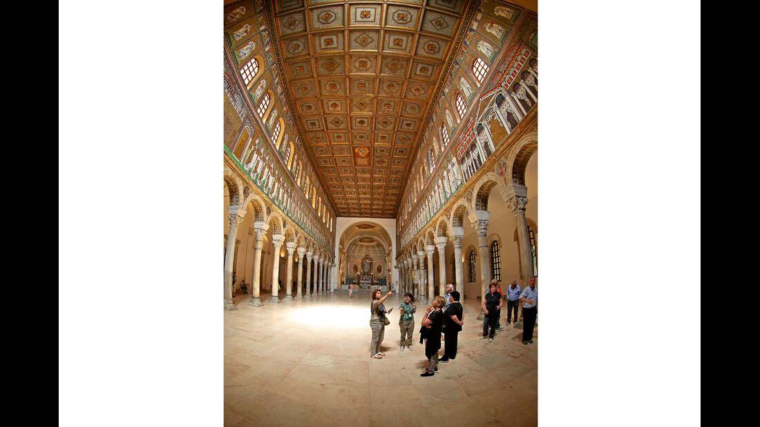 Basilica di Sant' Apollinare Nuovo in Ravenna