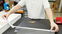 Beim Ausmessen sollten an jeder Kante mindestens zwei Zentimeter zugegeben werden.