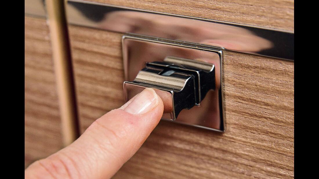 Beim Druecken der Pushlocks bleibt man leicht mit dem Fingernagel haengen.