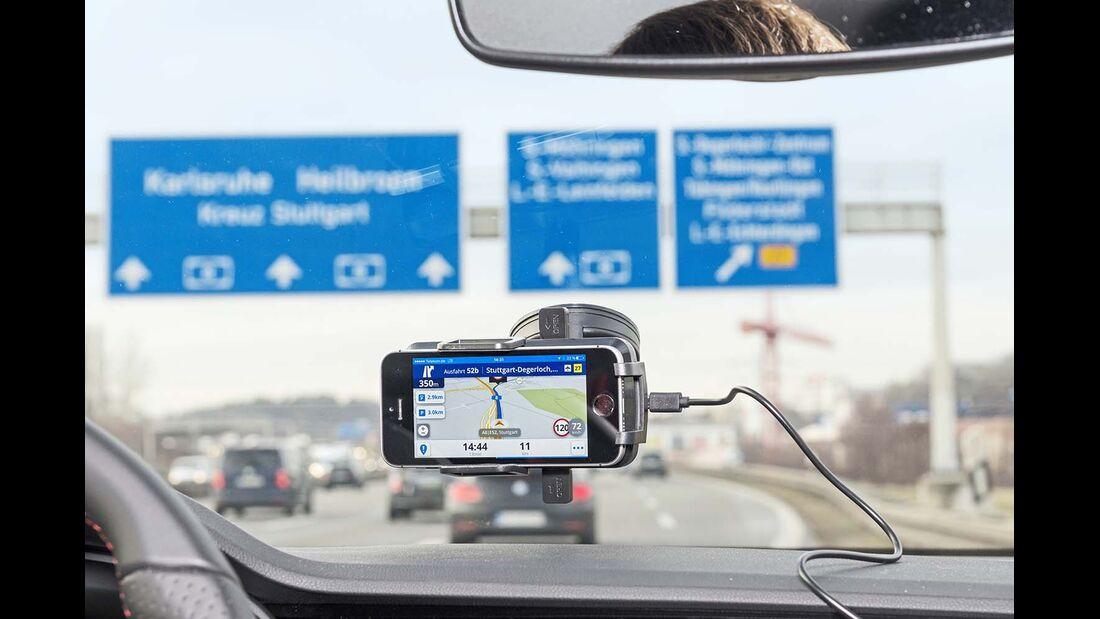 Beim Spurwechsel ist eine übersichtliche Routenführung wichtig.