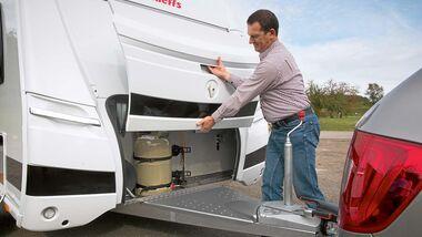 Beim zehn bis 15 Jahre alten Camper treten bisweilen Risse in den Kunststoff-Anbauteilen auf.