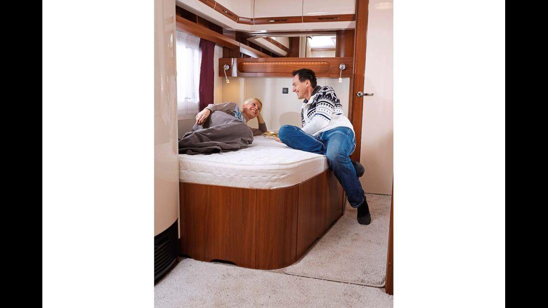 Bequem und gut zugänglich, aber gemessen an der Wagengröße eher kompakt ist das Bett.