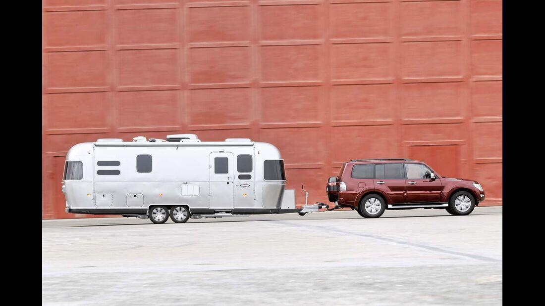 Bis zu 2,65 Tonnen schwerer Airstream 684 durch Lastausgleich zwischen den Achsen ein komfortabel und spurtreu nachlaufender Reisecaravan
