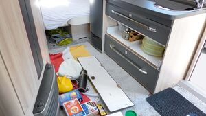 Bisher konnten sich  Küchenschubladen von Hobby-Caravans während der Fahrt öffnen.