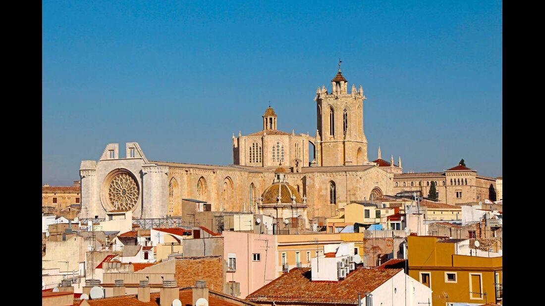 Blick auf Dächer und Kathedrale von Tarragona.