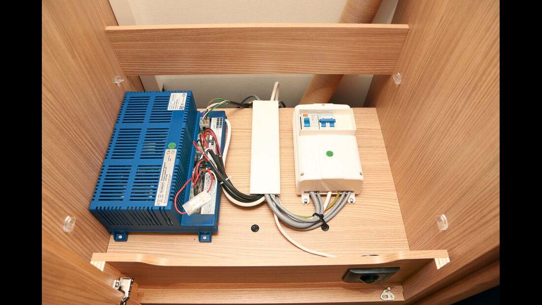 Bordelektrik mit Schaudt-Elektroblock leicht zugänglich und sauber verbaut im Knaus Sport & Fun