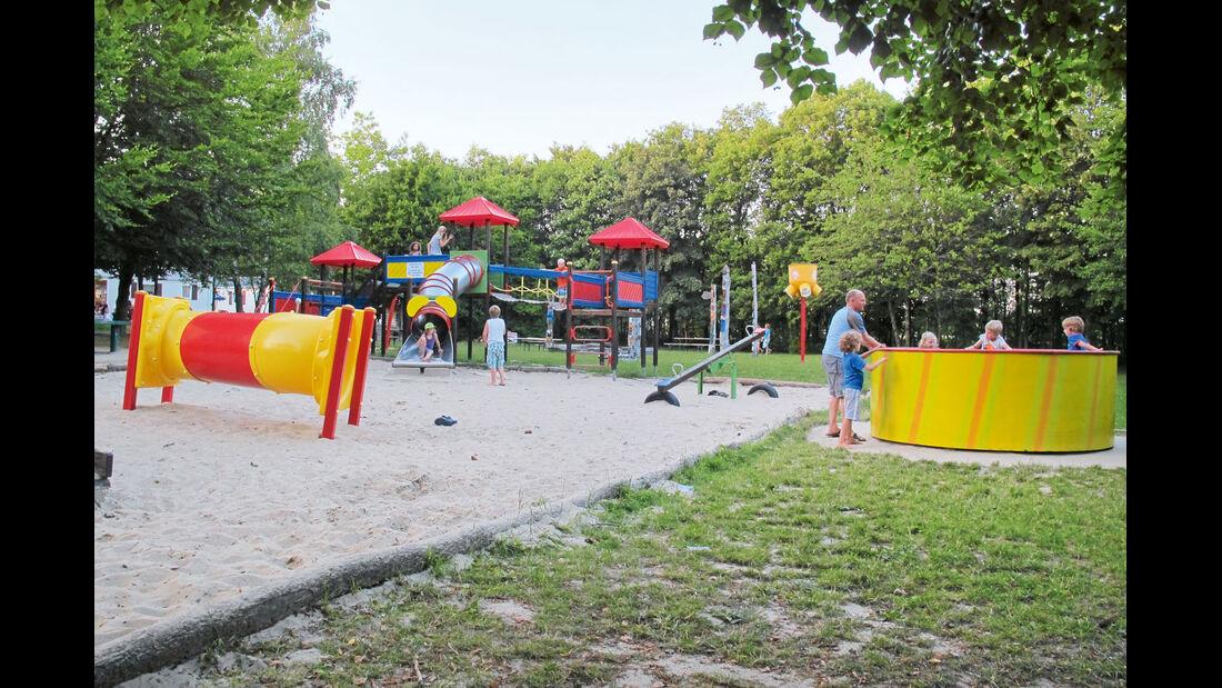 Camping Fuussekaul, moderner Spielplatz, Indoorspielplatz
