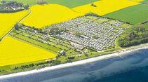 Camping Rosenfelder Strand liegt an einem Naturstrand und hat viele Freizeitangebote.