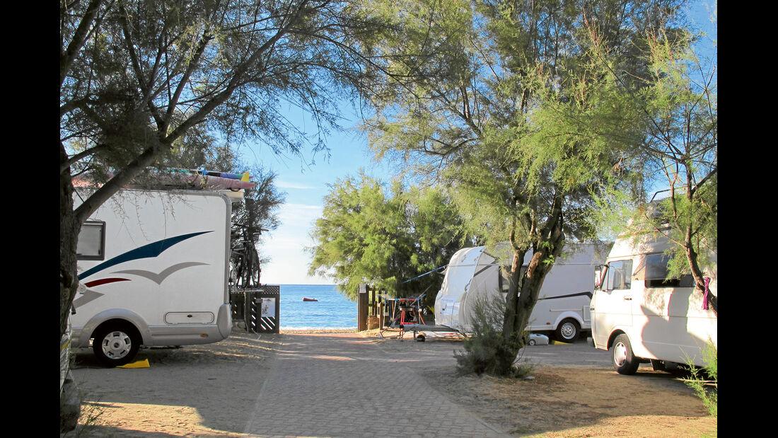 Camping mit direktem Strandzugang.