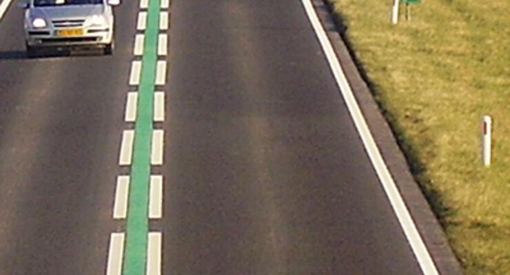 Caravan Fahrbahnmarkierung Niederlande