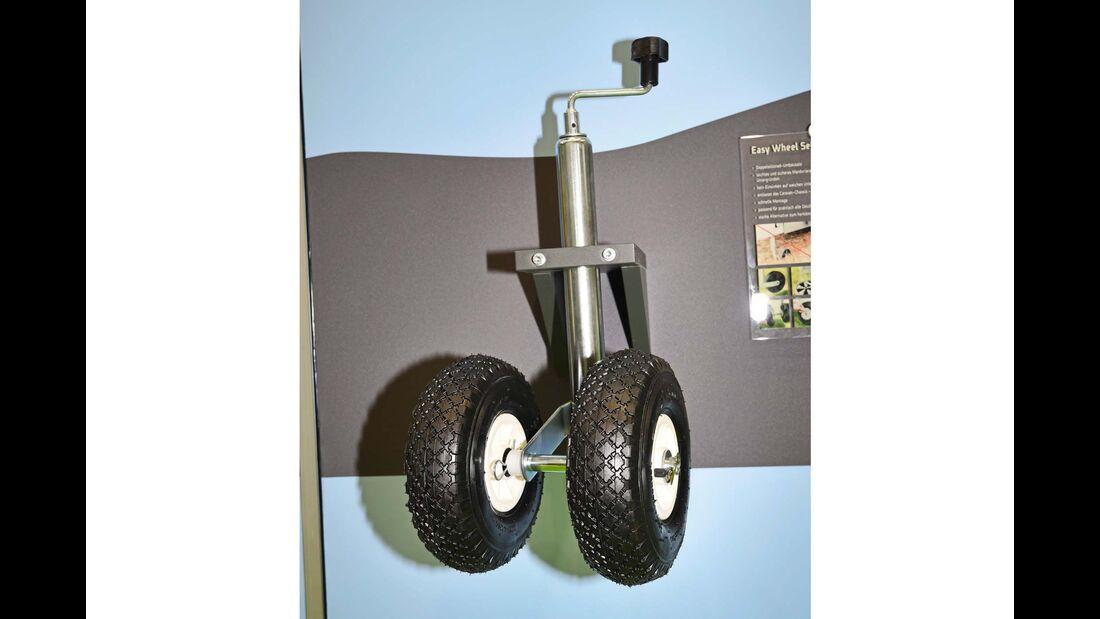 Das Doppelstützrad Easydriver Easy Wheel soll verhindern, dass der Caravan in schlammigem Boden stecken bleibt.