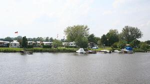 """Das  Faltblatt """"Campen an der Mittelweser Region"""" zwischen Minden und Bremen informiert über Adressen, Öffnungszeiten, Größe, Ausstattung und Preise von Campingplätzen in der Mittelweser-Region."""