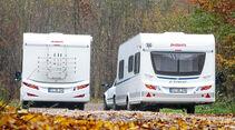Das Mobil ist drei Zentimeter breiter und 16 hoeher als der Caravan.