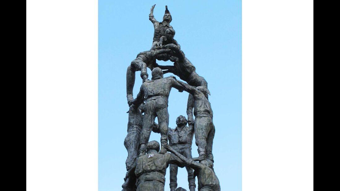 Das Monumento a los Castellers auf der Rambla in Tarragona.