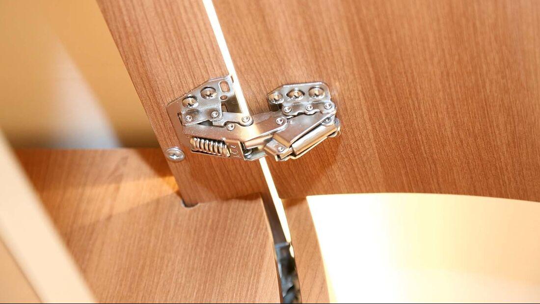 Das moderne Federbandscharnier übernimmt mehrere Funktionen.