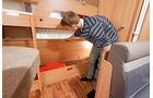 Das untere Stockbett laesst in einen Stauraum verwandeln.
