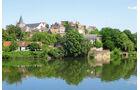 Decize ist vom Wasser der Loire umgeben