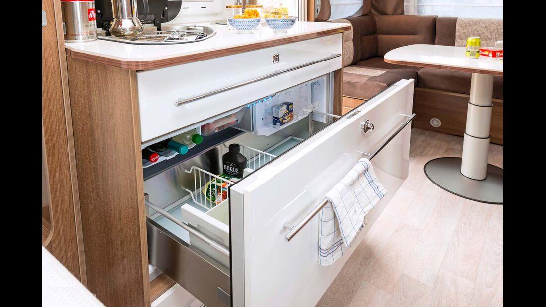 Der 12-Volt-Kühlkompressor der 150-Liter-Truhe brummt zwar, kühlt aber gut und schnell.