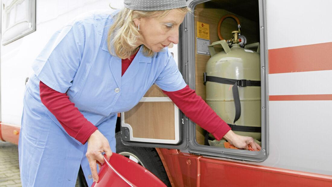 Der Herbst ist die Zeit, in der alle, die nicht auf Wintercamping stehen ihr Fahrzeug auf die Winterpause vorbereiten. Deshalb hier die wichtigsten Tipps, damit Wohnmobile den Winter gut überstehen.