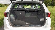 Der Kofferraum wird durch Umlegen der Rücksitze zu einer ebenen Ladefläche.