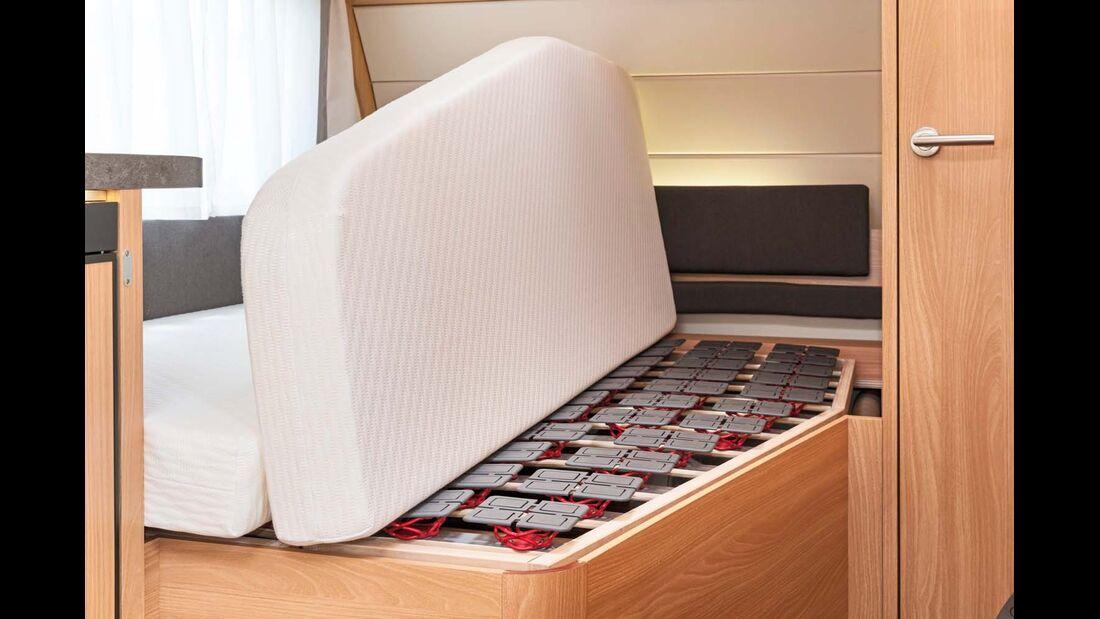 Der Lattenrost mit einzeln federnden Elementen und die bequeme Matratze garantieren Komfort.