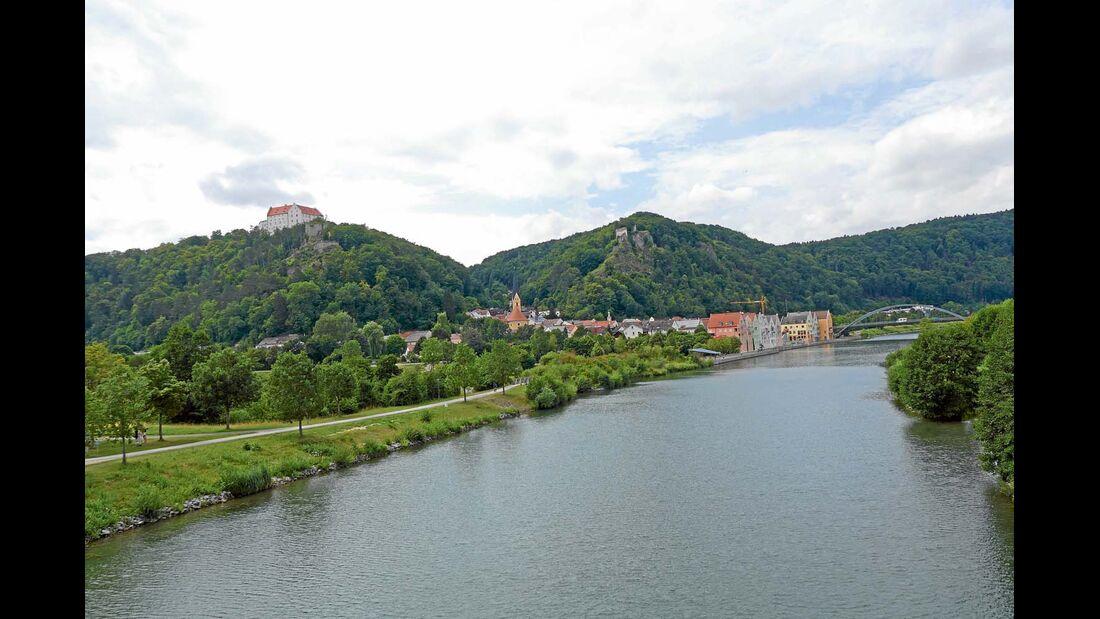 Der Ort Riedenburg liegt unterhalb von Schloss Rosenburg