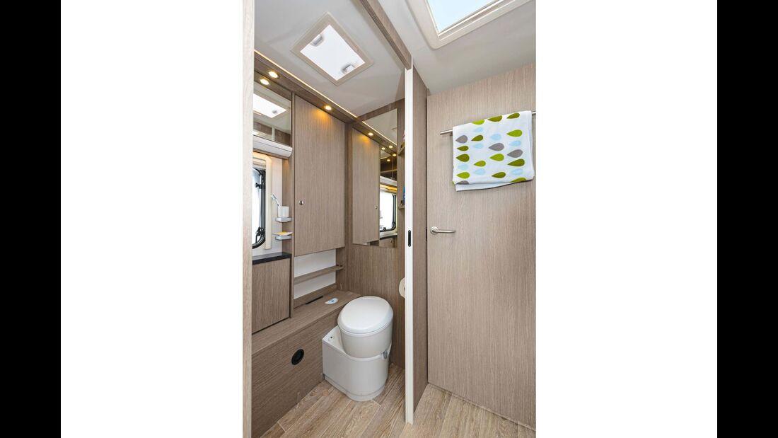 Der Waschraum geizt nicht mit Platz, Ausstattung und Stauraum.