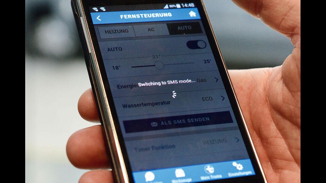 Die App wechselt automatisch zwischen SMS und Bluetooth.