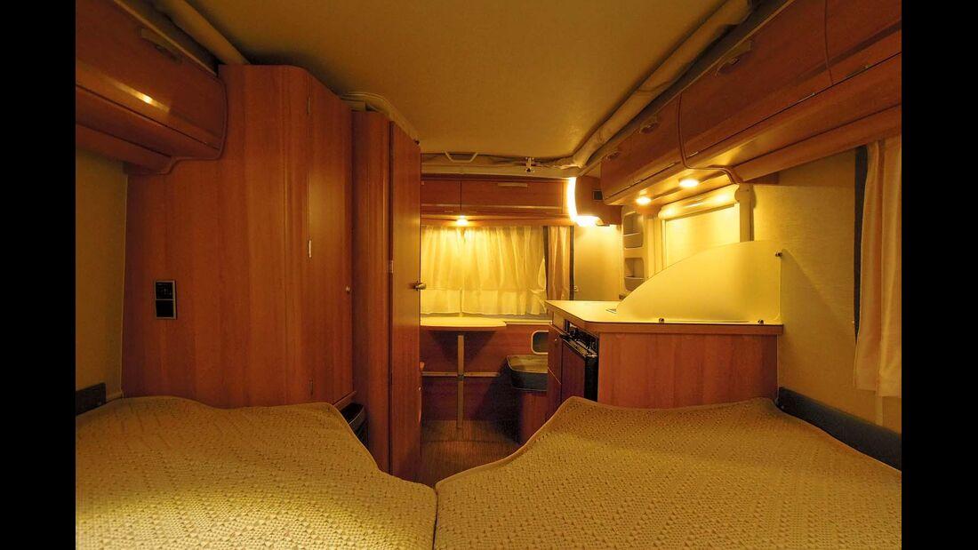 Die Beleuchtung samt Außenlampe beim Eriba Touring Troll 542 ist komplett mit LED-Leuchtmitteln bestückt, die meisten lassen sich dimmen