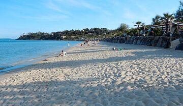Die Côte d'Azur gehört zweifellos zu den Traumzielen Europas. Dieser Campingplatz besitzt einen schönen Strand mit direktem Zugang vom Platz
