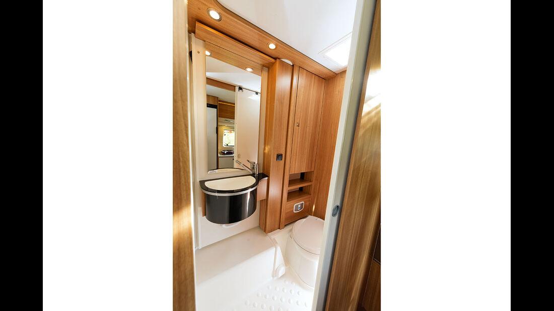 Die Dusche hat bei autarken Reisemobilen groessere Bedeutung.
