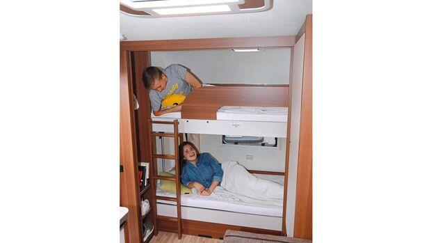 Die Etagenbetten sind groß genug für Jugendliche, tragen aber maximal 80 Kilogramm.