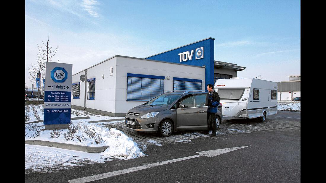 Die HU für einen Caravan kostet rund 45 Euro.