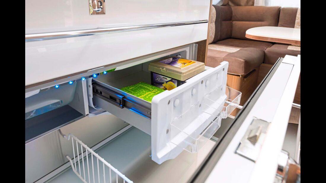 Die Kühlschublade verfügt neben dem Gefrierfach auch über Gemüseauszüge und Flaschenhalter.