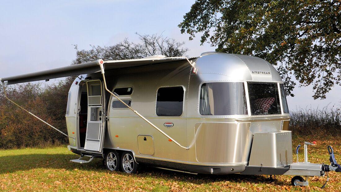 Die Kultmarke Airstream präsentiert mit dem 7,45 Meter langen 604 und dem 8,25 Meter langen 684 Studio zwei neue Modelle.