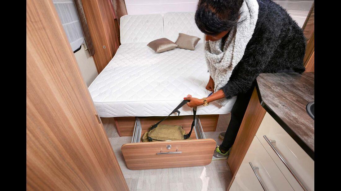 Die Schubade unter dem Bett ist eine clevere Staumöglichkeit.