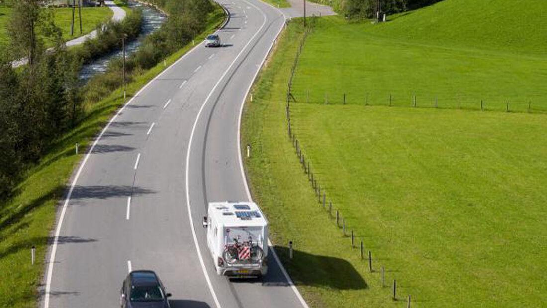 Die kürzeste Nord-Süd-Verbindung ist pünktlich zur Sommersaison wieder für alle Fahrzeuge uneingeschränkt befahrbar. Die Felbertauernstraße führt über Österreich in Richtung Süden.