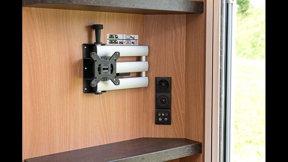 Die praktische, serienmäßige Monitorhalterung erlaubt Fernsehgenuss im Bett und der Sitzgruppe.