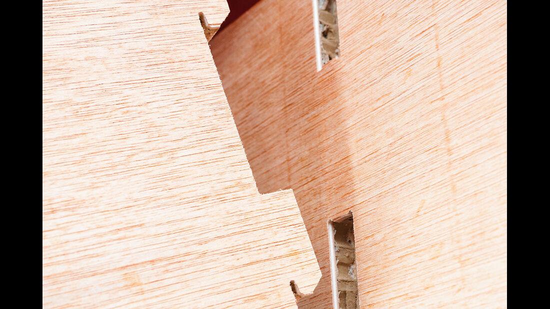 Ein patentiertes Stecksystem haelt die Moebel ohne Schrauben zusammen.