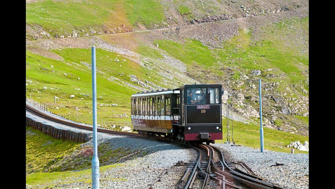 Eine Stunde benötigt die Zahnradbahn Snowdon Mountain Railway für ihre Fahrt auf den 1085 Meter hohen gleichnamigen Gipfel.