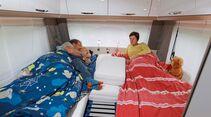 Einzelbetten im Bug mit stabilem Rolllattenrost im Bürstner Averso Plus 520 TL