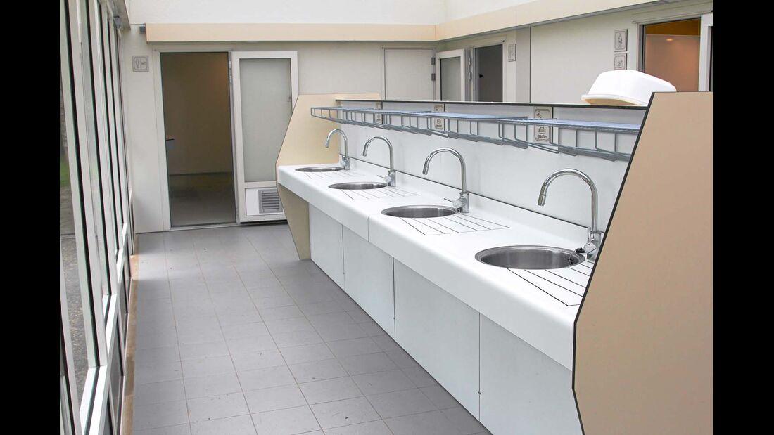 Ergonomische Spülplätze aus modernen Materialien
